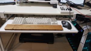 bauhutteのキーボードスライダーを取り付けた後